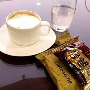 金浦空港ラウンジでお茶