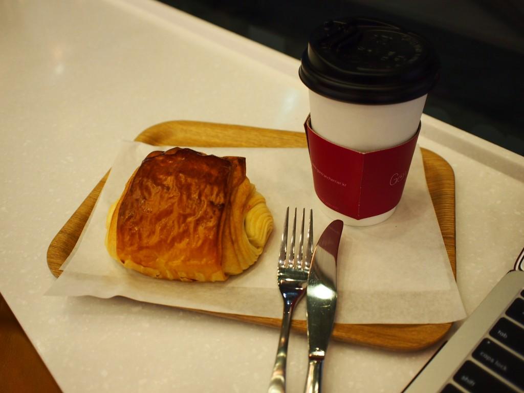 Gontran Cherrierチョコパイとカフェラテ7,600ウォン