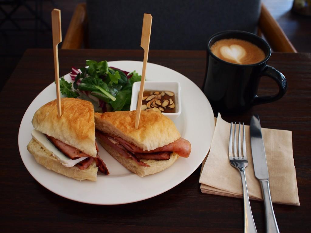 Blancoサンドウィッチ+カフェラテ
