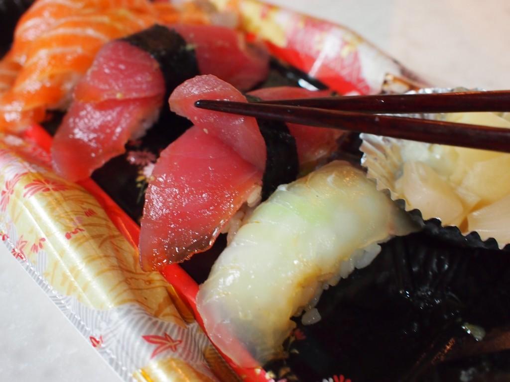 韓国のデパ地下のお寿司、マグロ2枚〜