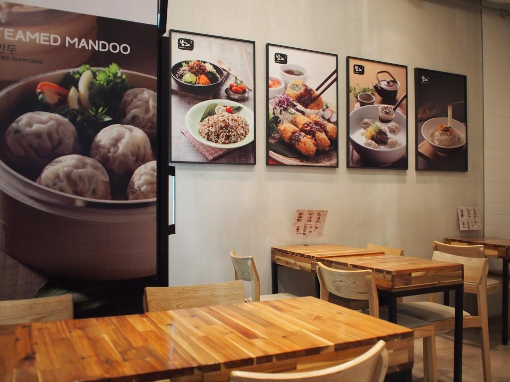 Bang's Mandooテーブル席