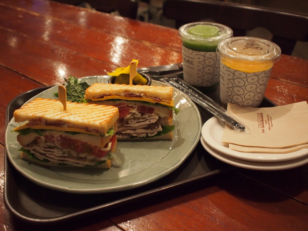 Cafe MAMASサンドウィッチと飲み物