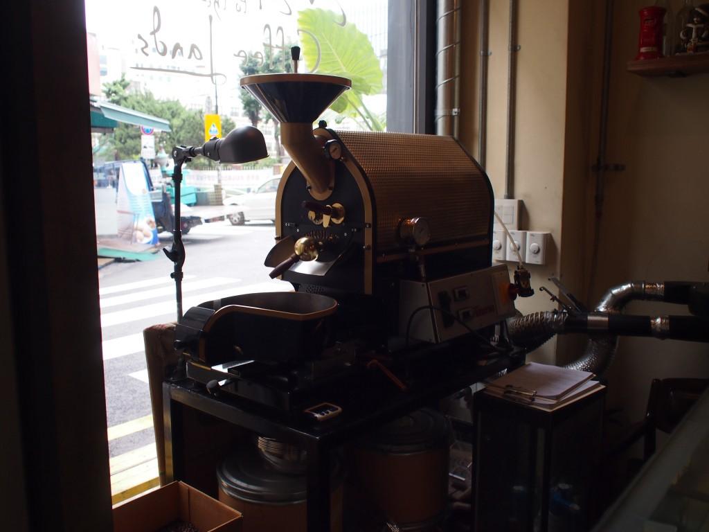 cafe inside焙煎機