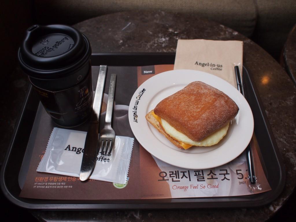 Angel-in-us Coffeeコーヒーとチャバタサンドウィッチ