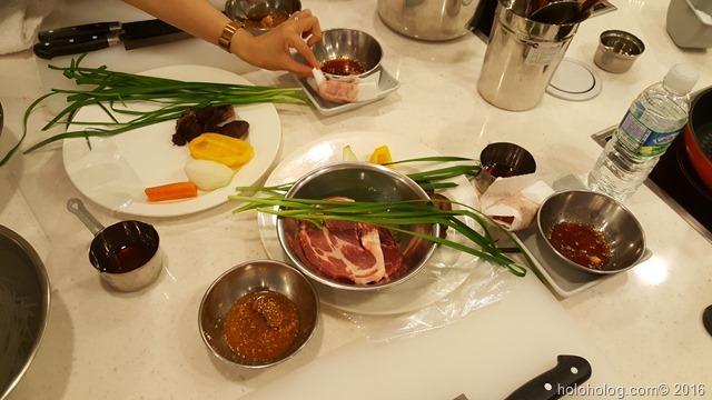 韓食体験館で韓国料理作り体験…チャプチェとメクジョク